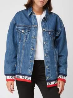 https://www.peek-cloppenburg.at/levi-s/damen-oversized-trucker-jacket-mit-kontrastabschluessen-jeans-9867584_10/