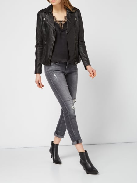 https://www.peek-cloppenburg.at/tigha/damen-lederjacke-im-biker-look-schwarz-9794356_10/